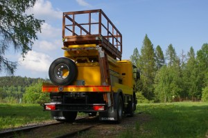 Power transmission on rails is effected by means of road tyres.