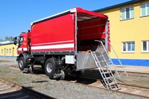 Dvoucestné vozidlo UniRoller-V