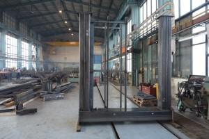 Pro výrobu obdobných konstrukcí má závod vytvořeny vhodné podmínky jak z hlediska výrobních prostor a strojního vybavení, tak i z hlediska kvalifikovaných svářečů se zkušenostmi s pracemi ve výškách.