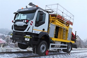 Road-Rail vehicle IT DUOLINER is equipped with scissor-type elevating work platform, designed for maintenance operations on railways, hydraulic loading crane, installed at the rear of the vehicle, and measuring pantograph.